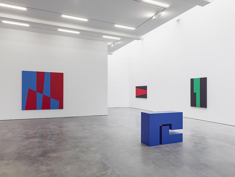 Powerhouse painter carmen herrera inaugurates lisson s new for Minimal art gallery