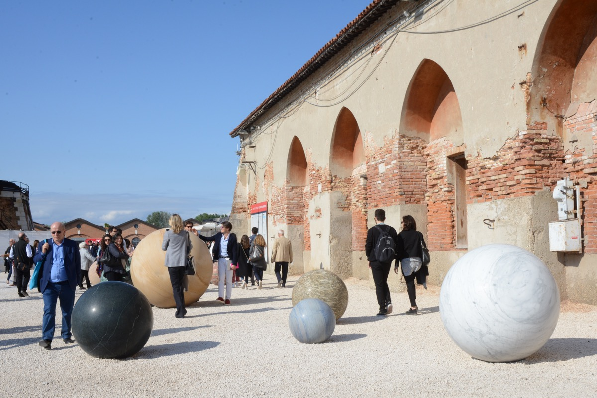 The venice biennale is an ecstatic celebration of artists for Artisti biennale venezia