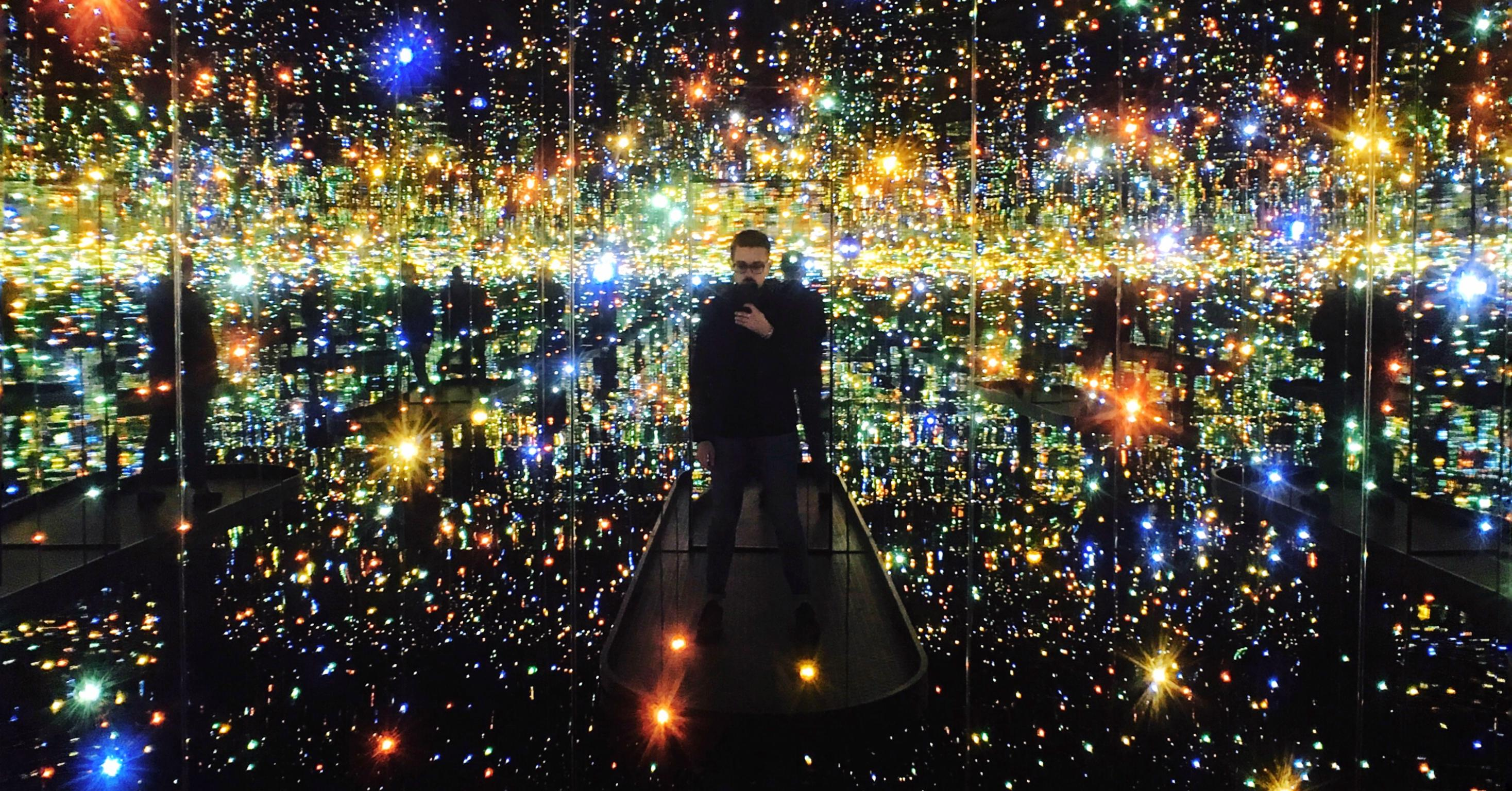 From Yayoi Kusama To Glenn Ligon 7 Artists Who Use Light
