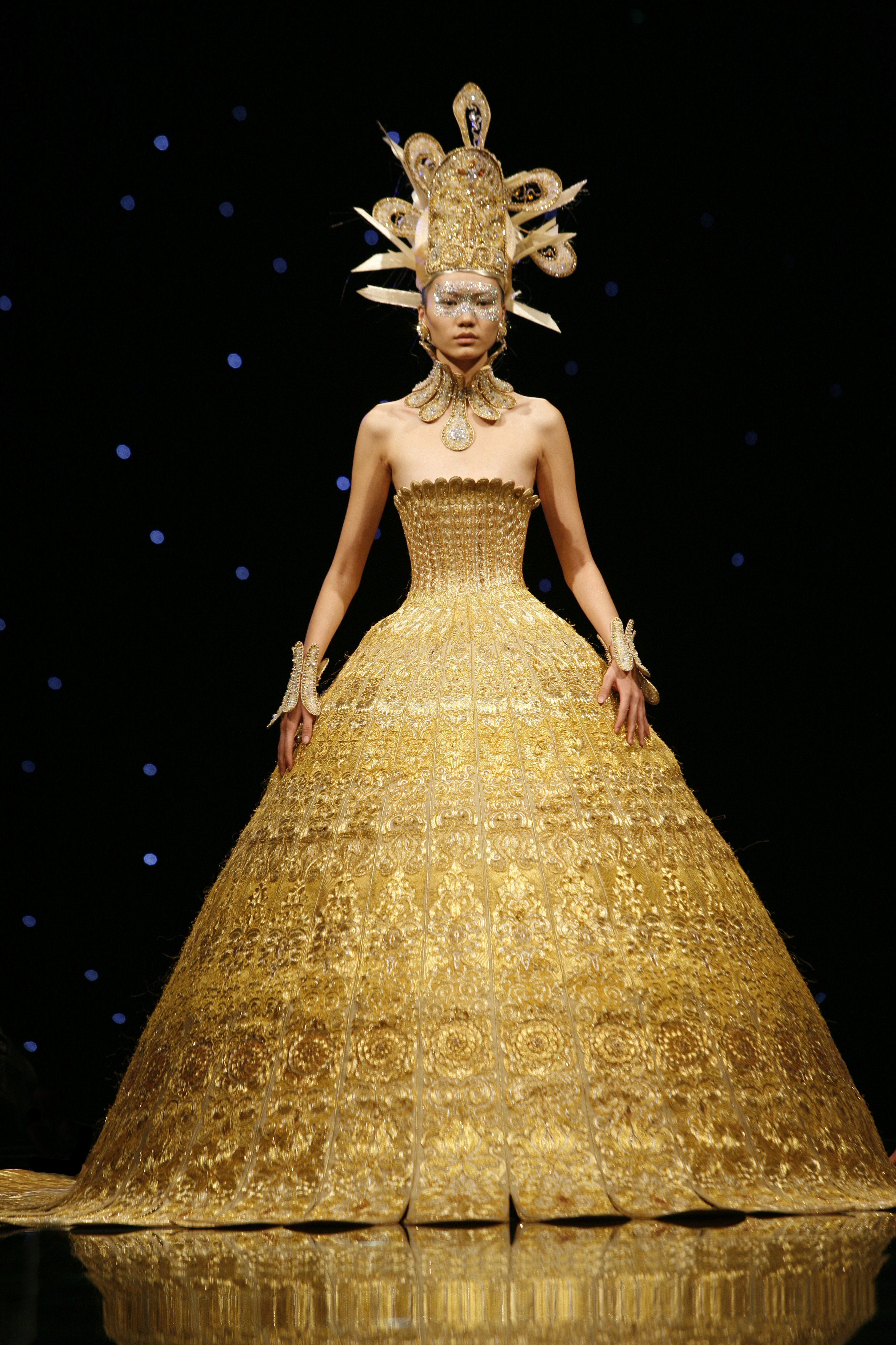 At the Met, a Sweeping Look at China's Influence on Western Fashion - Artsy