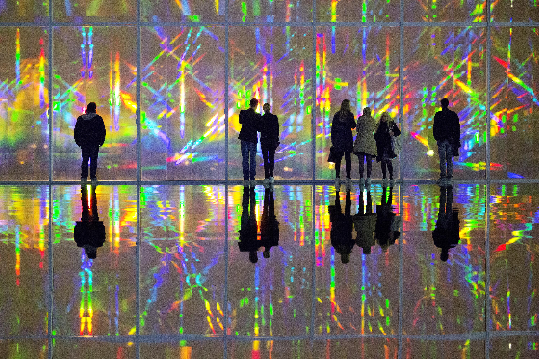 Korean artist kimsooja breathes life and light into the for Art minimal centre pompidou