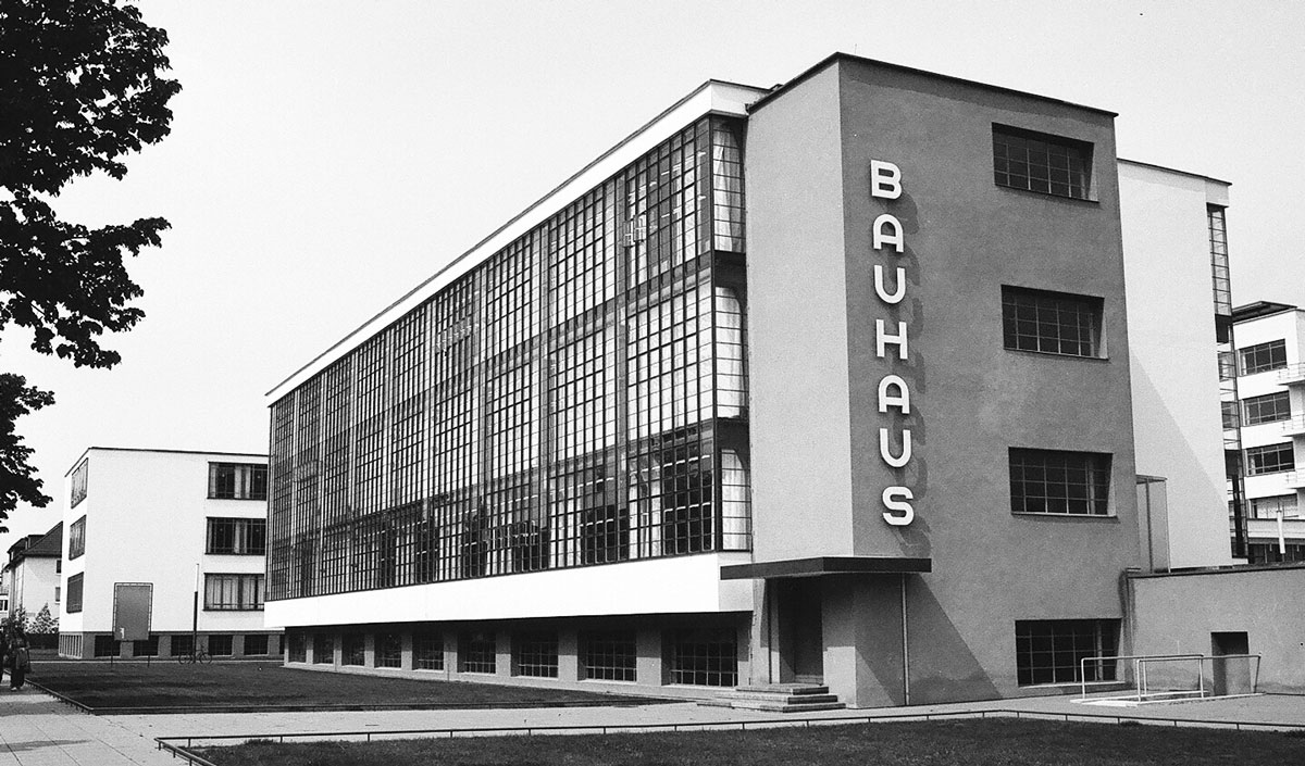 Ides 141 walter gropius research post for Architecture bauhaus